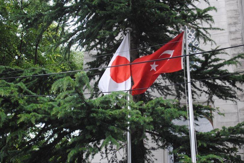 علم اليابان وتركيا