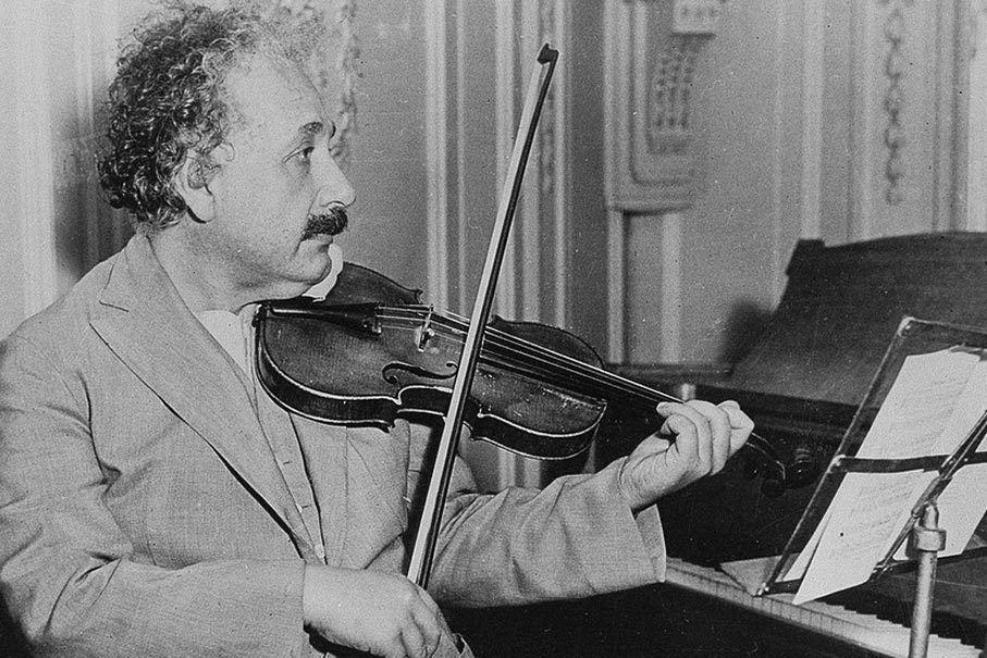 آينشتاين والكمان