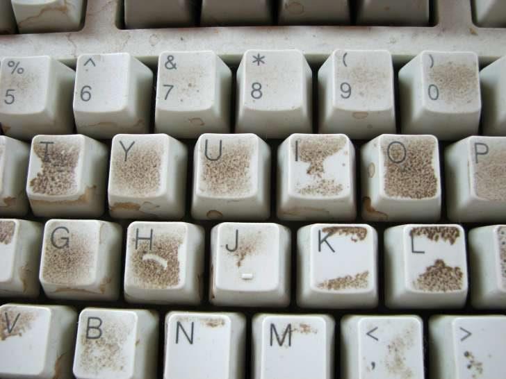 لوحة مفاتيح متسخة