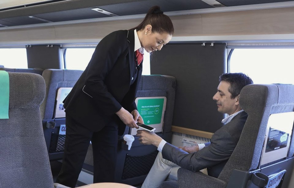 شرائح الكترونية دقيقة يمكن أن تعمل عمل بطاقات الائتمان أو بطاقات المفاتيح أو بطاقات ركوب القطارات.