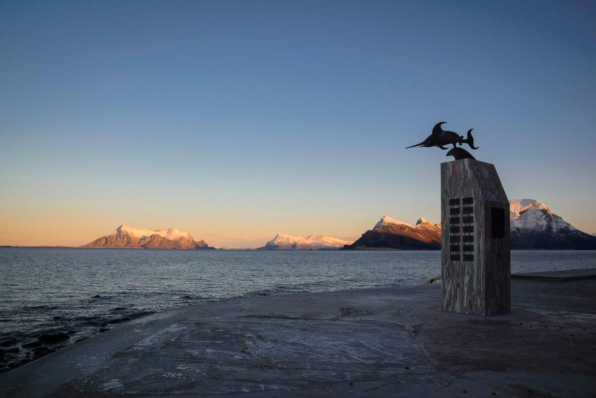 الصرح الذي شُيد تخليدا لضحايا غرق الغواصة النرويجية إبان الحرب العاملية الثانية
