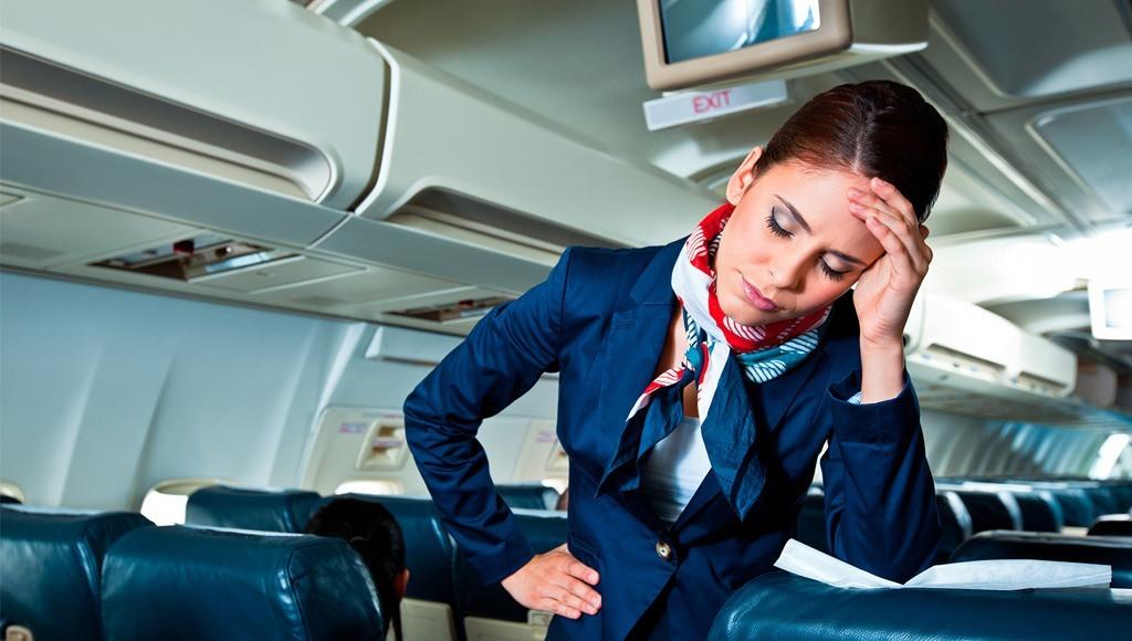 مضيفة طيران مرهقة