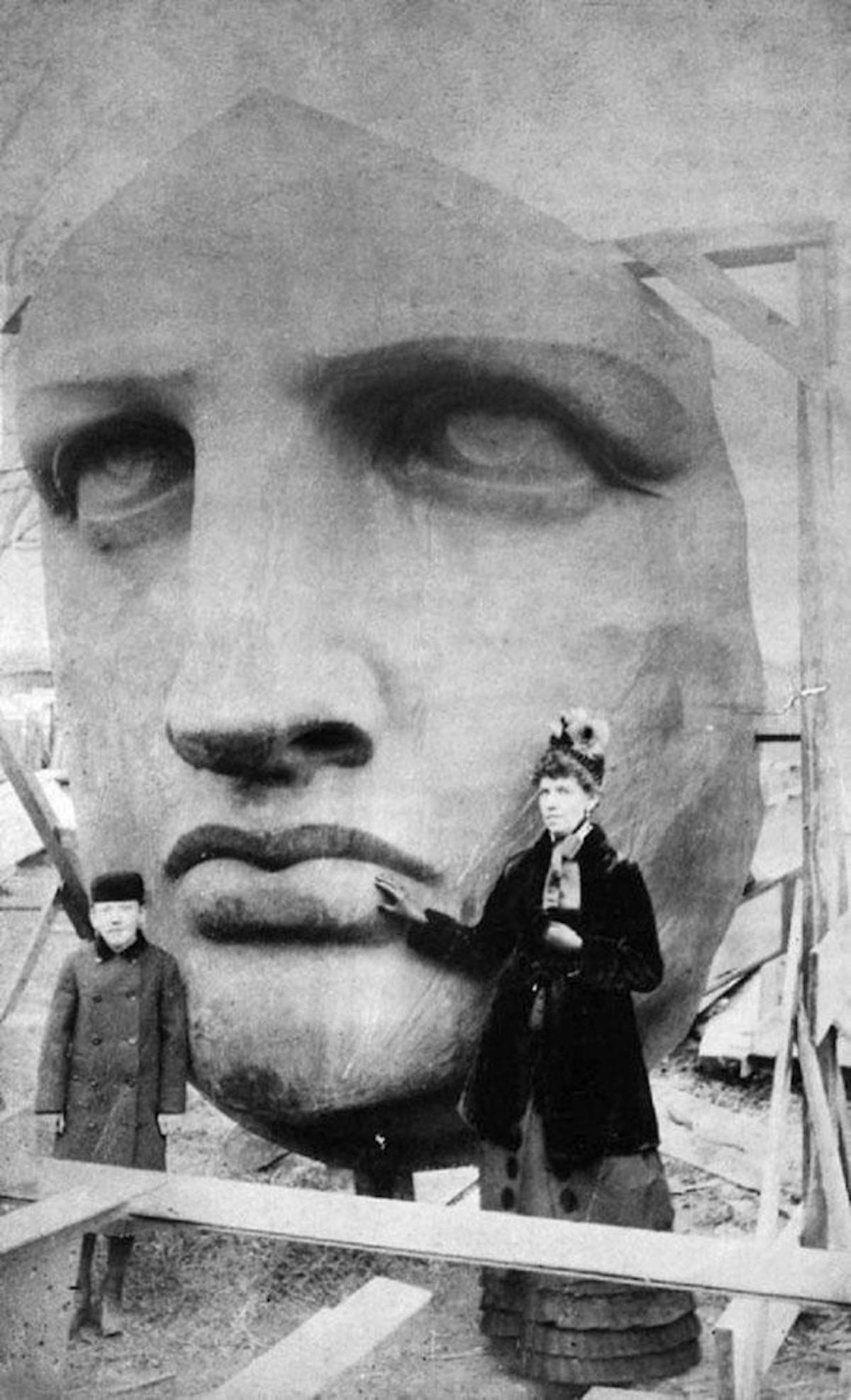 إخراج تمثال الحرية من الصناديق