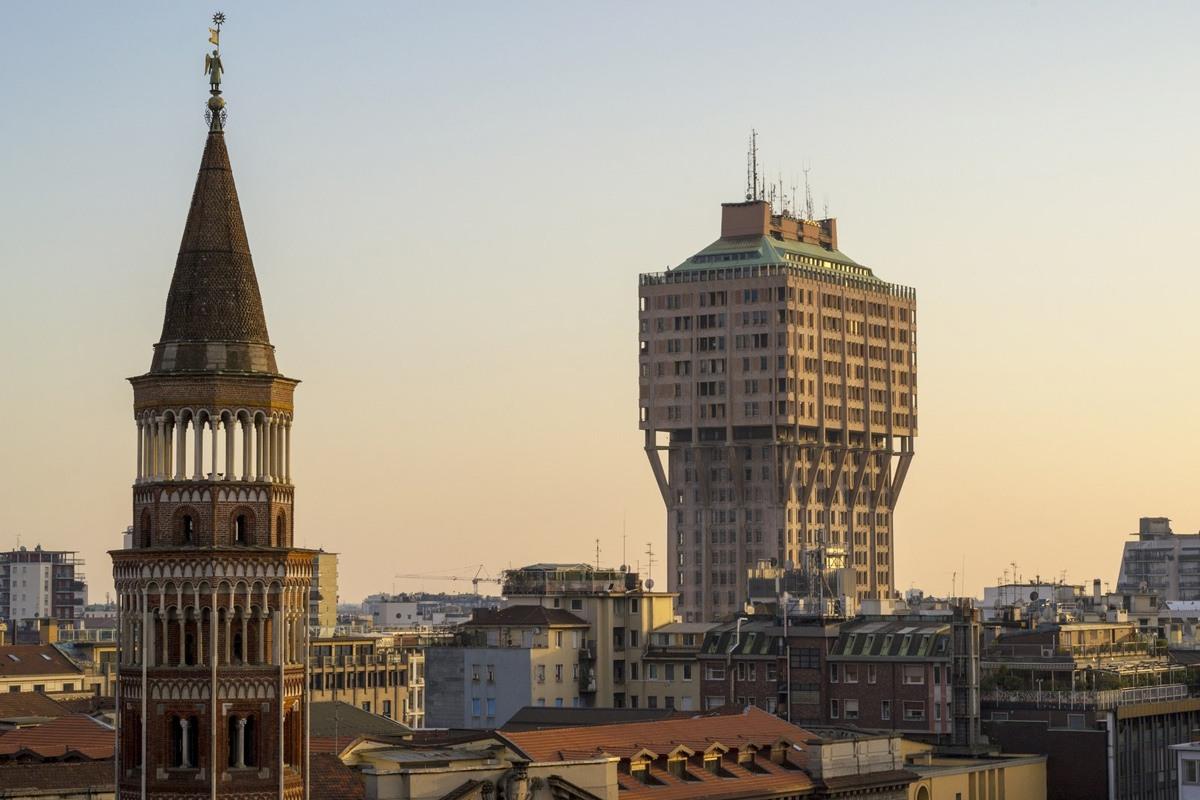 مبنى (توري فيلسكا) Torre Velasca في مدينة (ميلانو). صورة: hellron/Getty Images