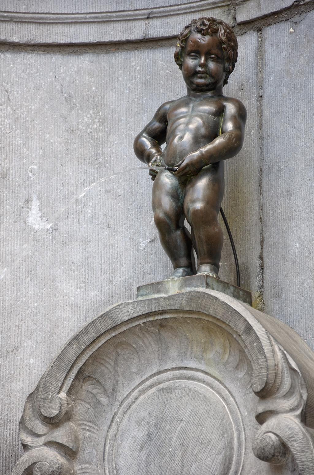 تمثال مانيكن بيس
