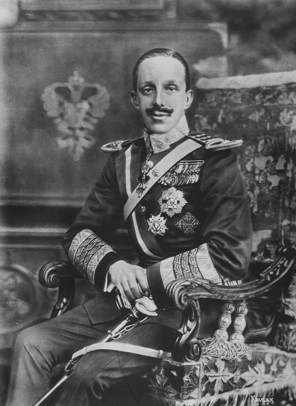 صورة للملك ألفونسو الثالث عشر ملك إسبانيا، يريشة كولاك (حوالي 1916). ويكيميديا كومونز
