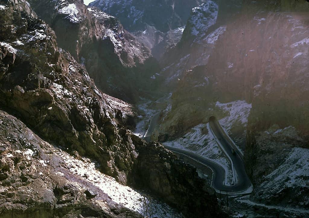 الطريق بين كابول وجلال آباد