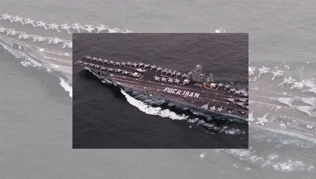 سفينة بحرية أمريكية مكتوب على سطحها رسالة مبتذلة