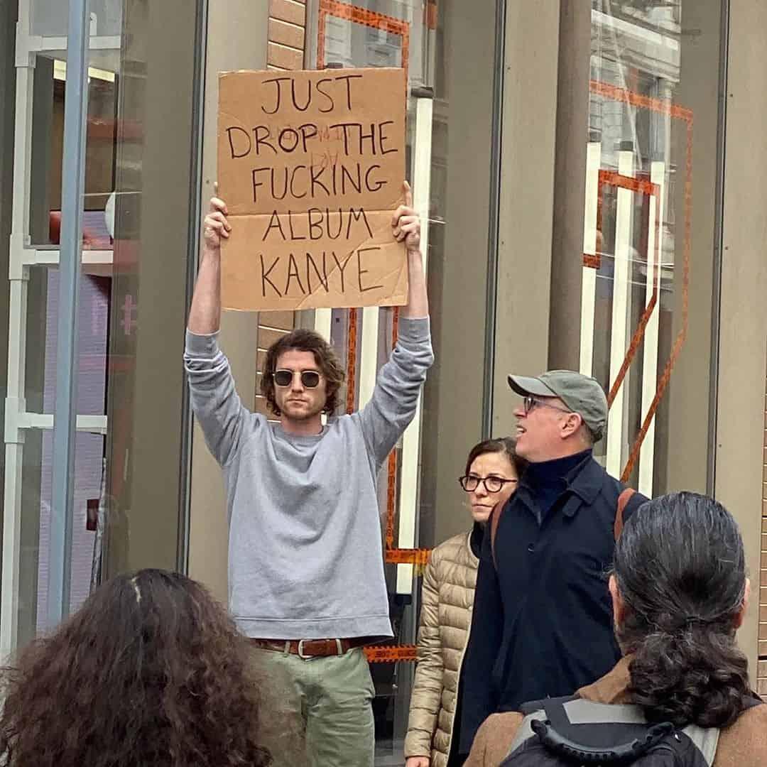 فقط أصدر الألبوم اللعين يا Kanye West