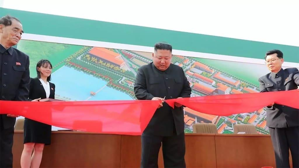 كيم جونغ أون يفتتح مصنع إسمنت في الثاني من مايو 2020.