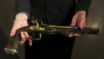أحد مسدسات سيمون بوليفار