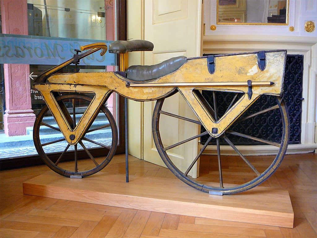 صورة دراجة (درايس) الهوائية.